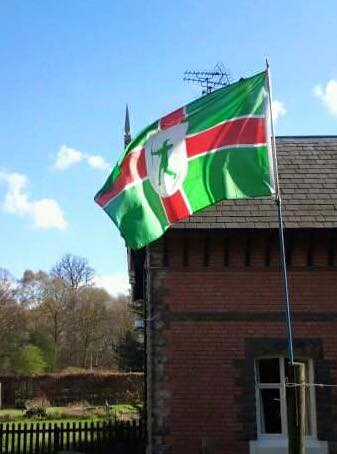 david-welsh-flies-the-flag-of-nottinghamshire