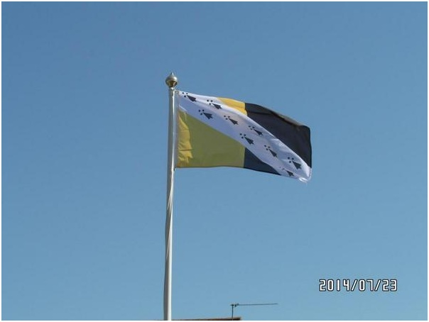 NORFOLK FLAG IN FLIGHT (2)