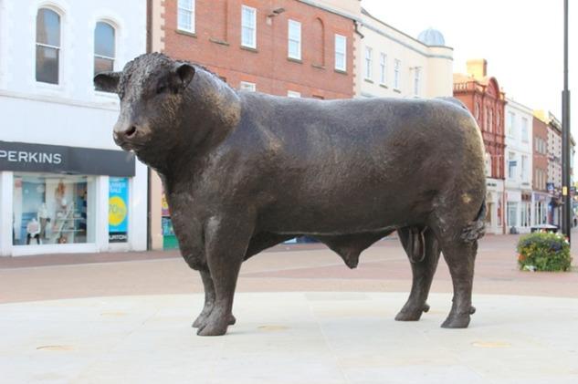 bronze_bull_in_hereford_med