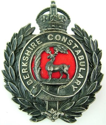 obsolete-berkshire-constabulary-police-helmet-badge